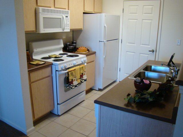 Arbor-Pointe-Texarkana-Arkansas-Kitchen-staged