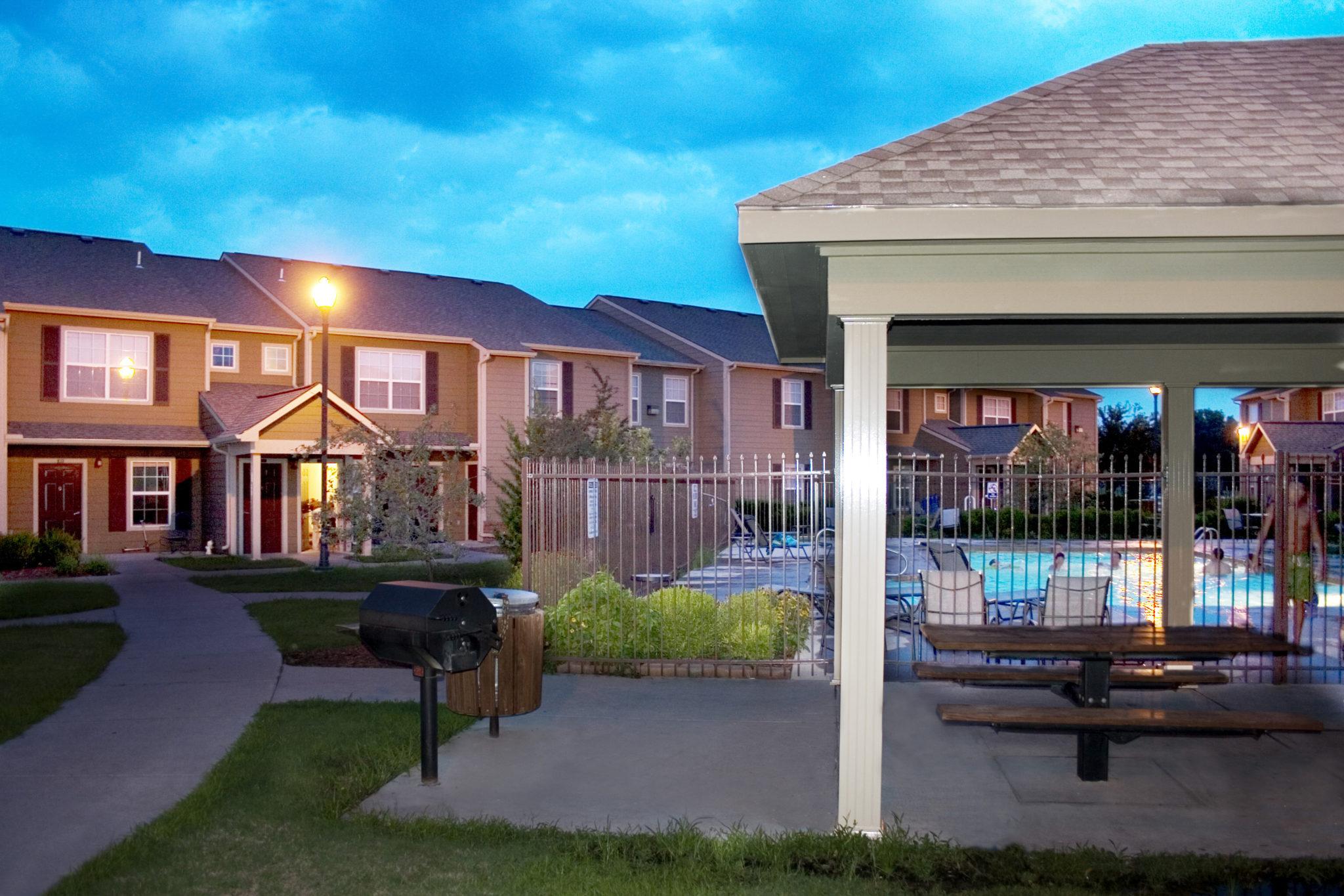 Bridgewater-Apartments-Haysvillw-Kansas-Grounds-Pool