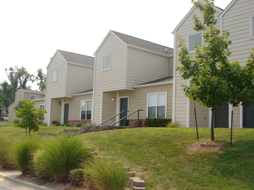 Cedarwood-Terrace-Springfield-Missouri-Builsing-III-1024x768