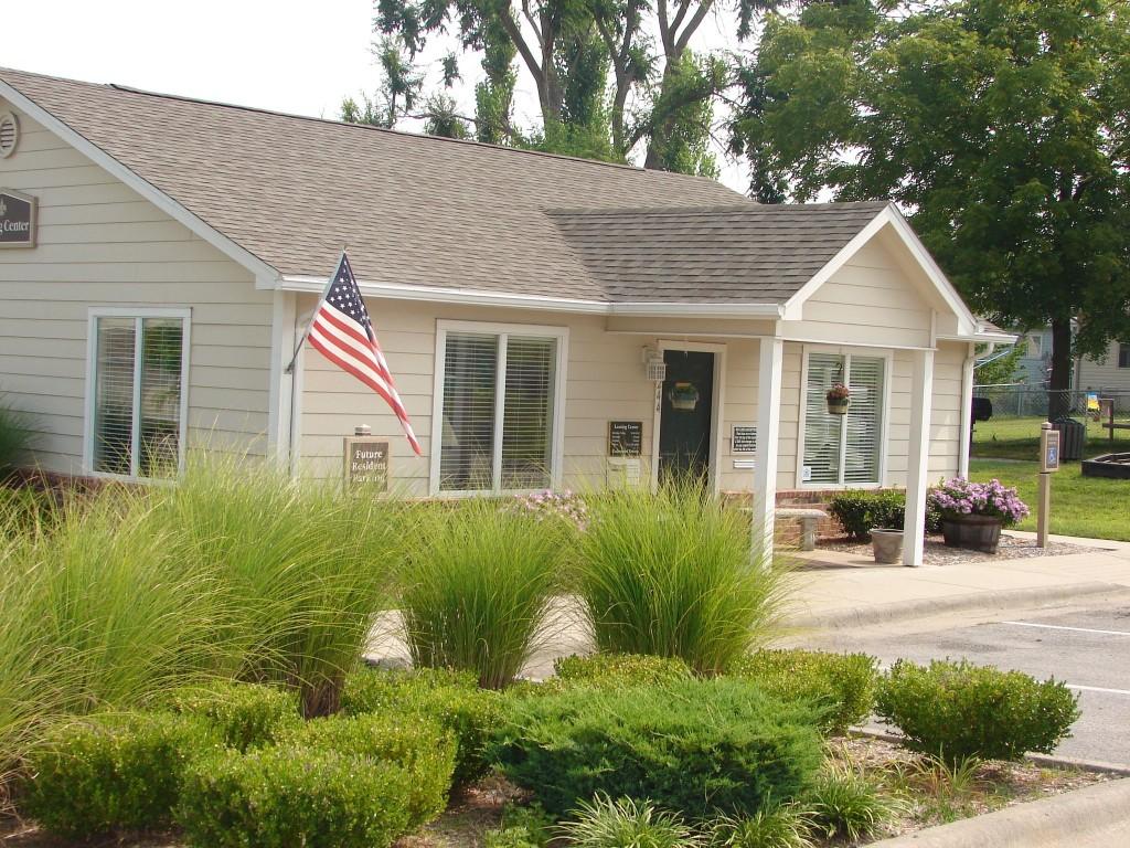 Cedarwood-Terrace-Springfield-Missouri-Leasing-Office-1024x768