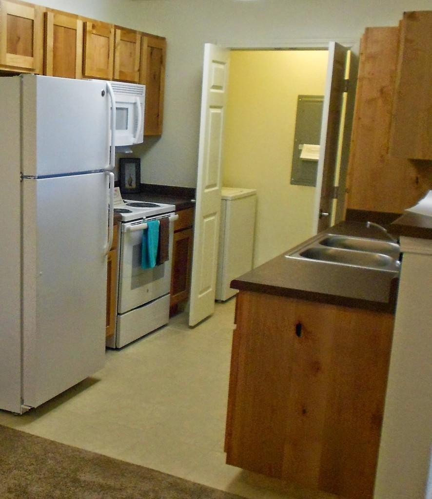 Churchill-Apartments-Marshfield-Missouri-Kitchen-886x1024