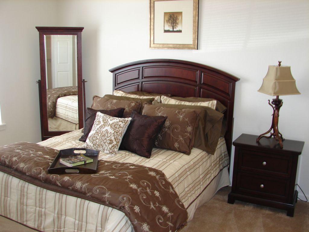 Churchill_Apartment_Marshfield_Missouri_Bed