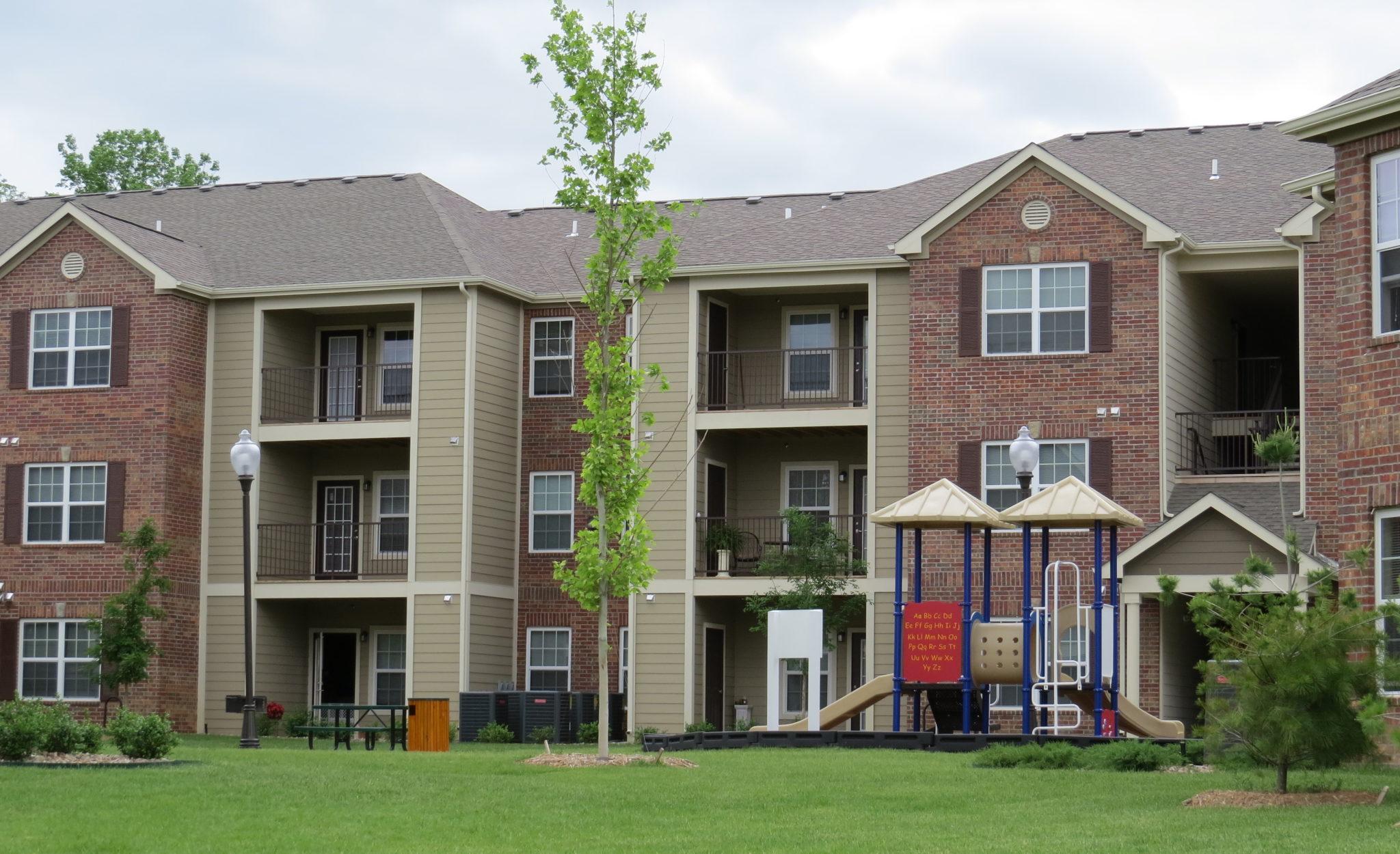 Covington Woods Lansing Kansas Building with Playground (1)