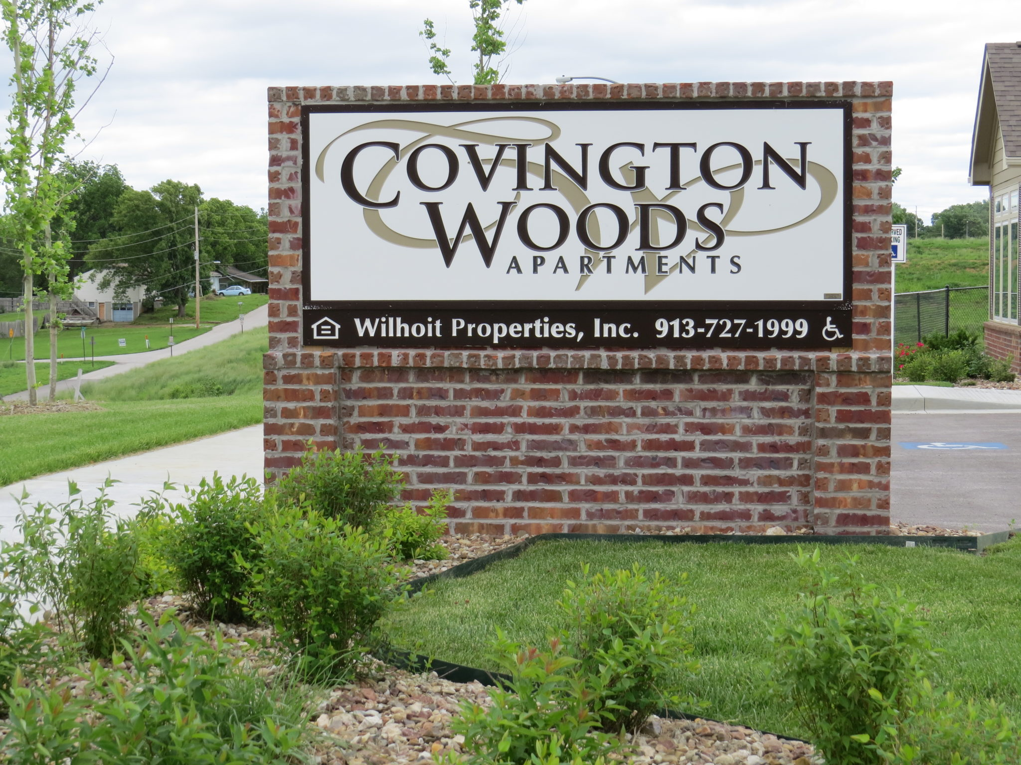 Covington Woods Lansing Kansas Monument Sign