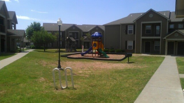 Elizabeth-Place-El-Reno-OK-Playground-and-Grill-area