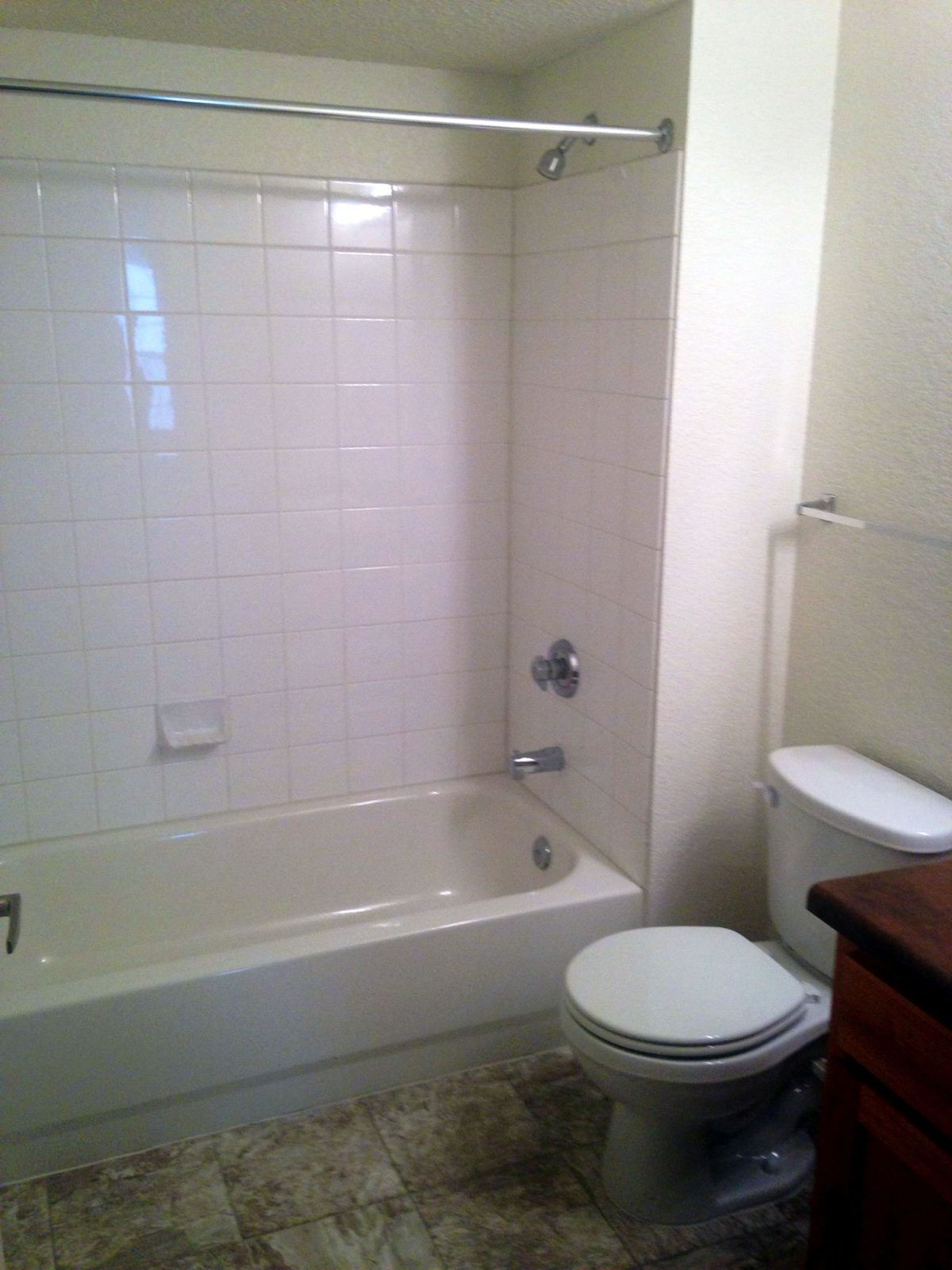 Garden-Courtyards-Tulsa-Oklahoma-Bathroom