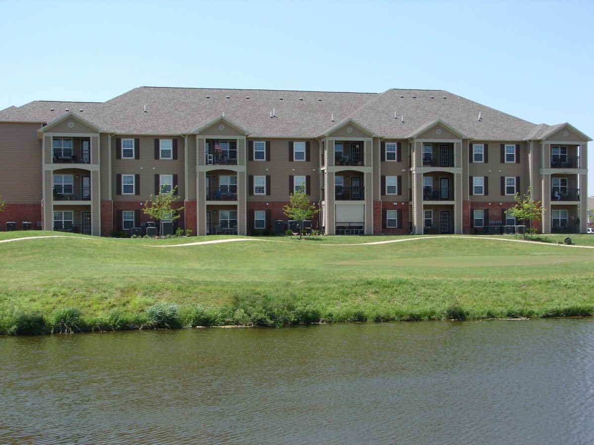 Landings at Pebble Creek Mustang Oklahoma building with water