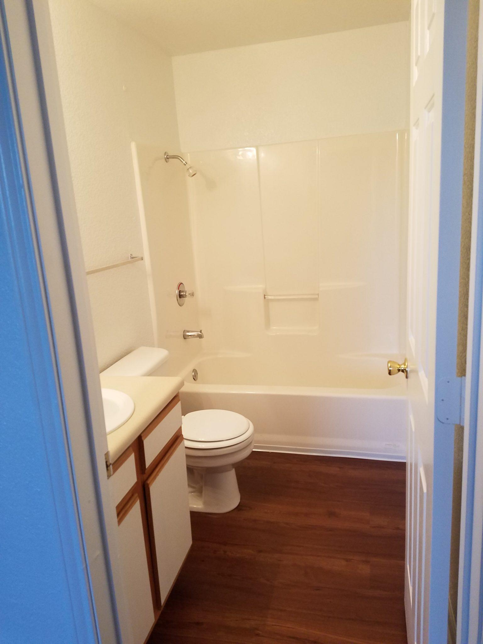 Parkford Apts Iola KS bathroom