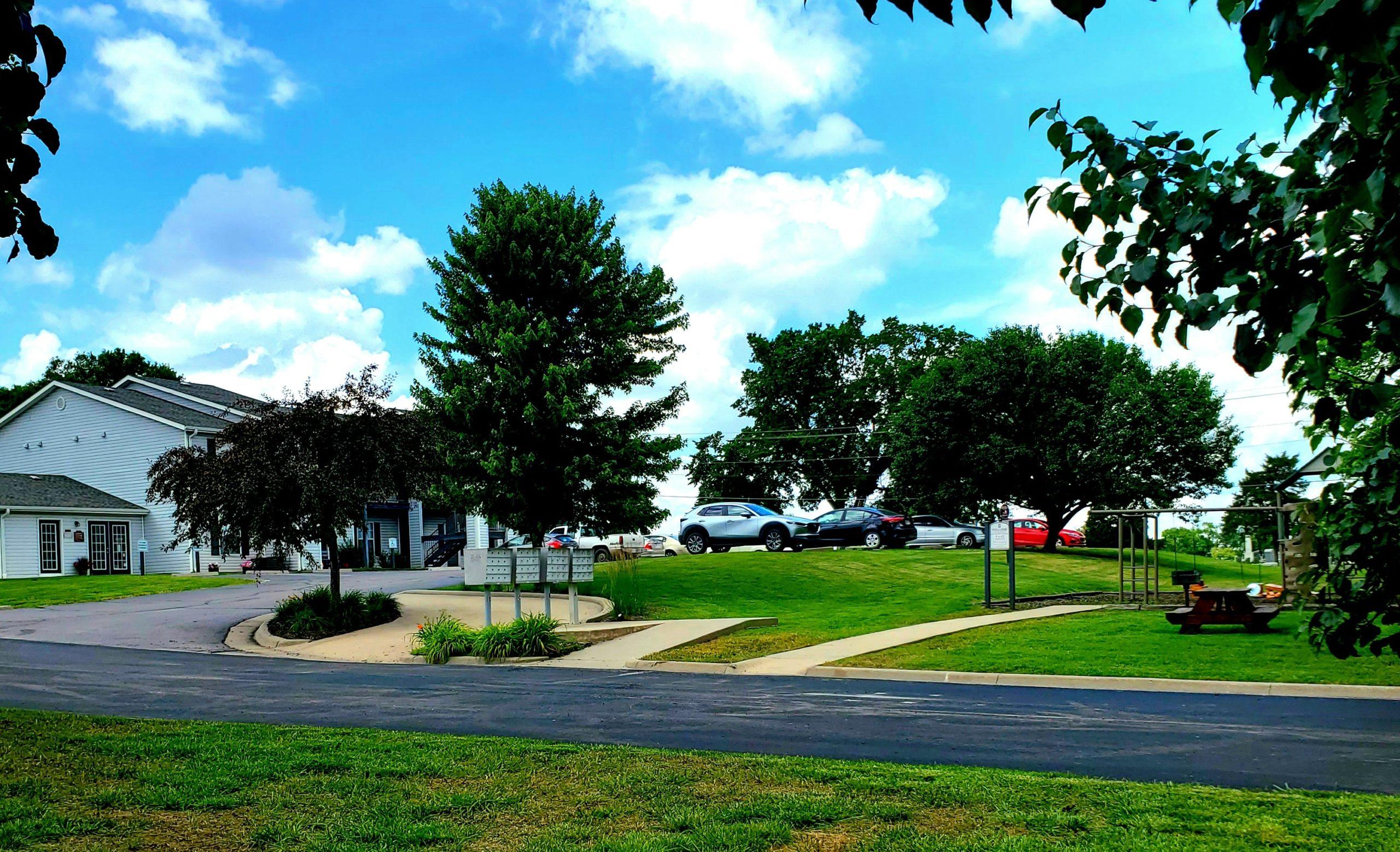 Parkford Apts Iola KS exterior picnic area
