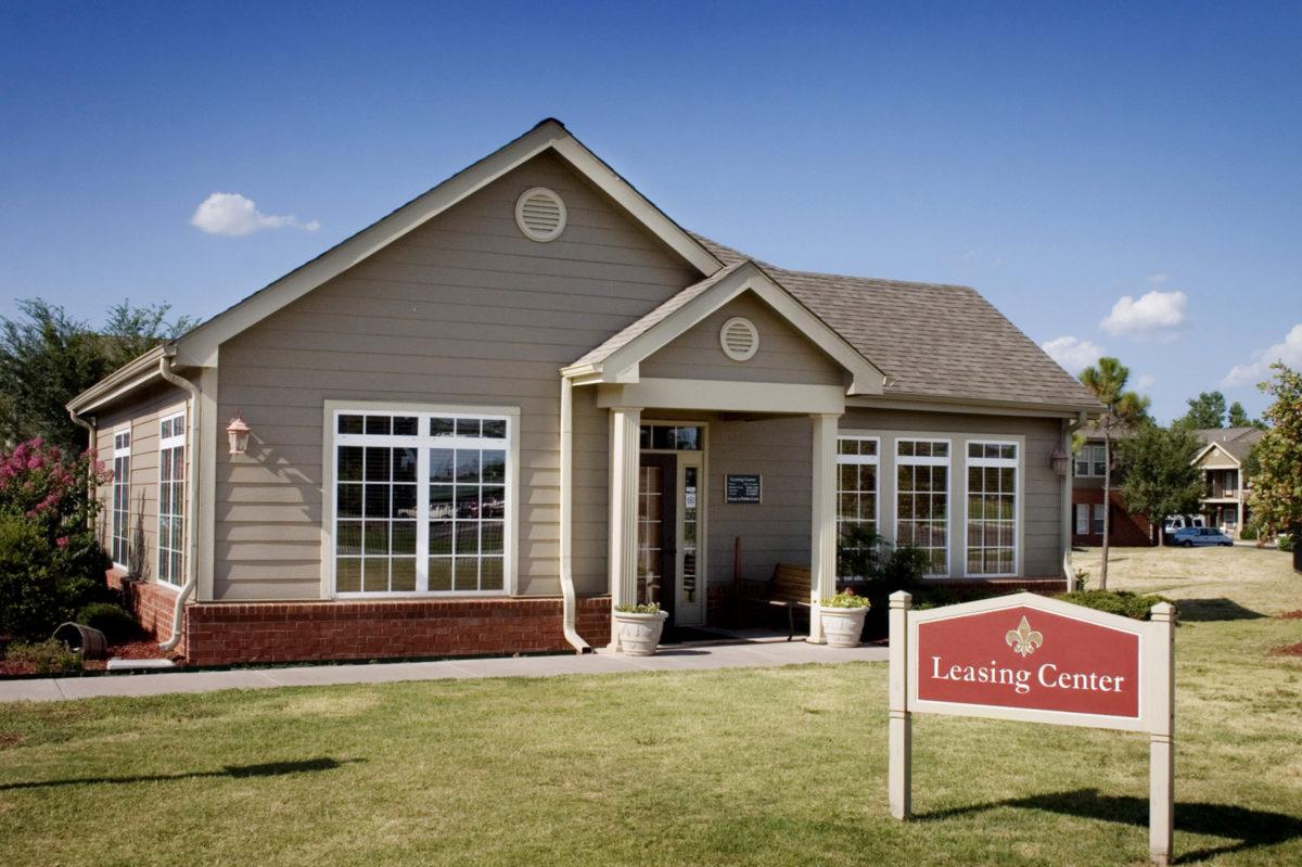 The-Greens-at-Pebble-Creek-Mustang-Oklahoma-leasing-center