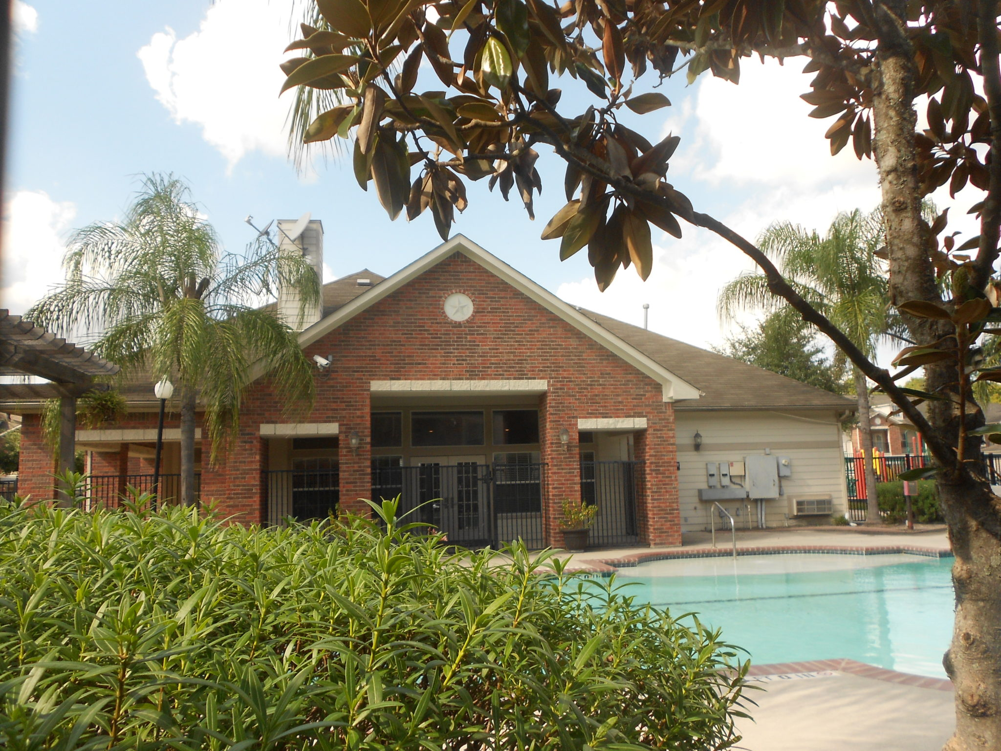 Atascocita Pines pool clubhouse back