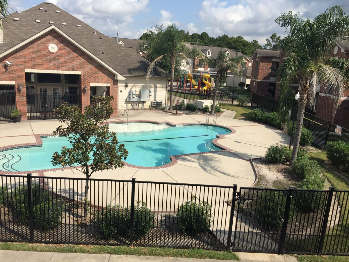 Atascocita Pines pool