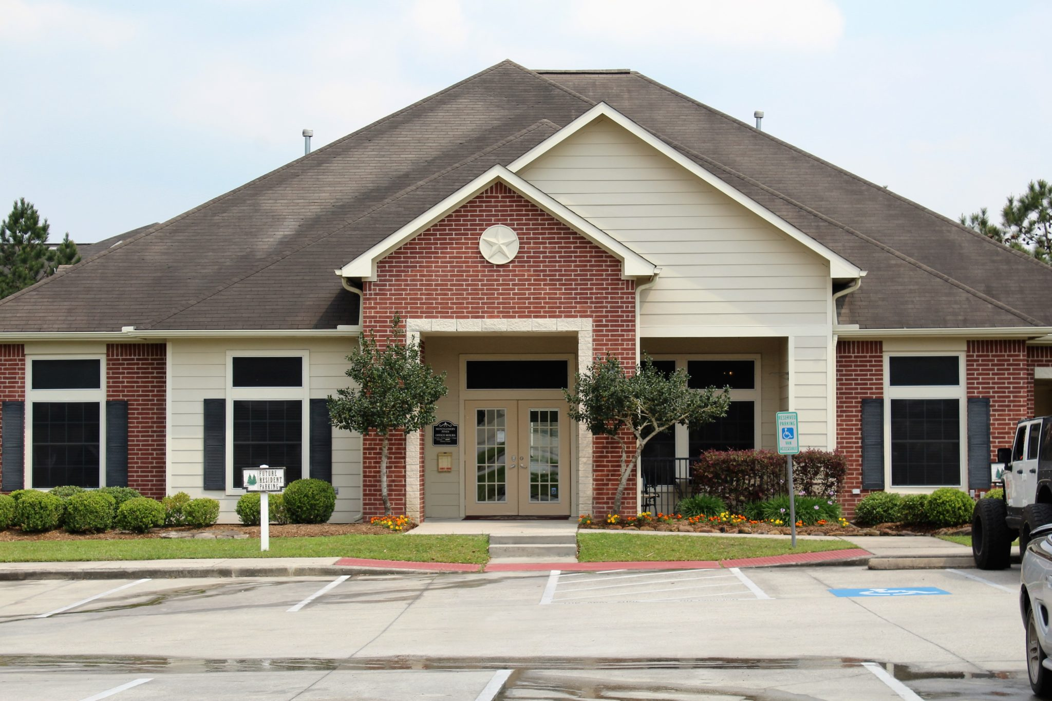 Montgomery Pines Porter TX leasing office