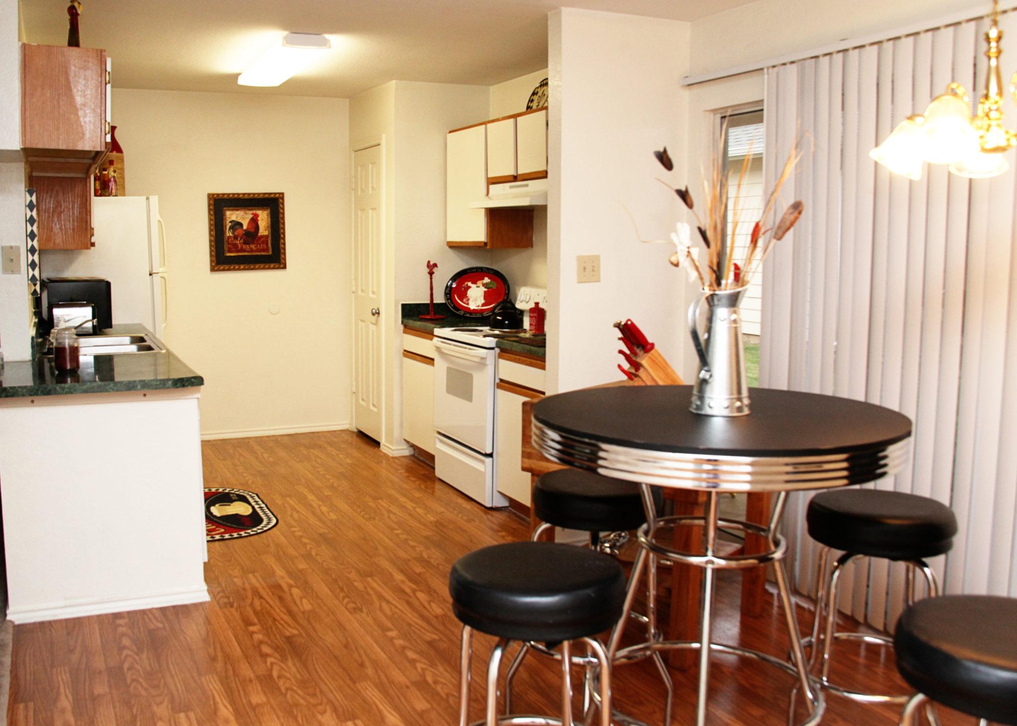 Ridgeview Townhomes, Paris, TX, Apt. Dining Room, Kitchen1