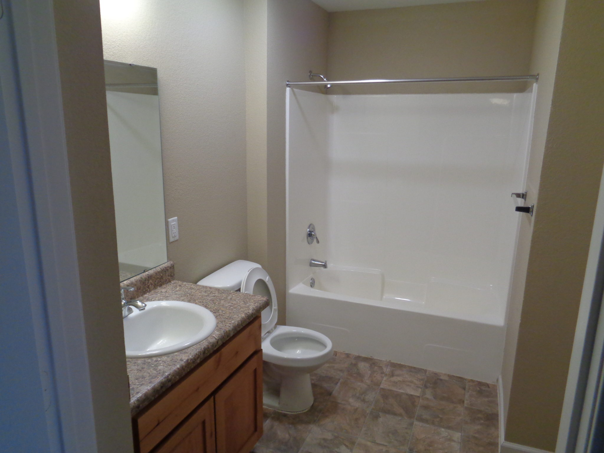 Ridgway Villas Raymore MO bathroom