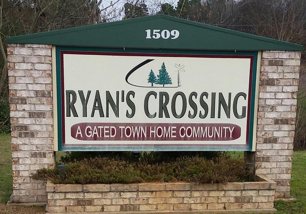 Ryan's Corssing Marshall TX sign