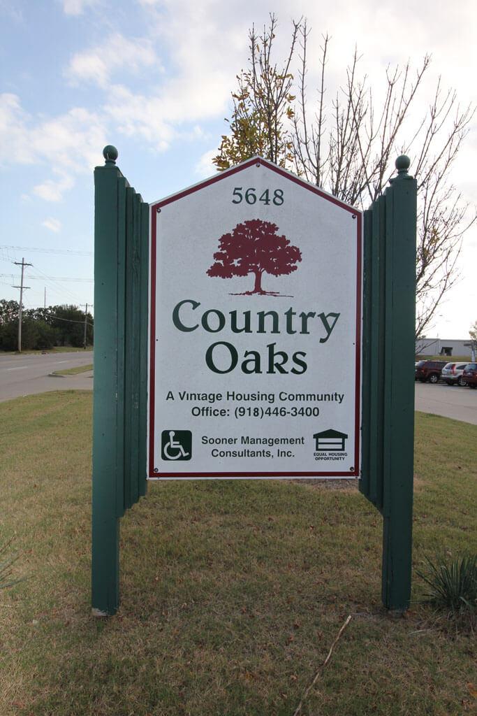 Countyr Oaks Tulsa Oklahoma sign