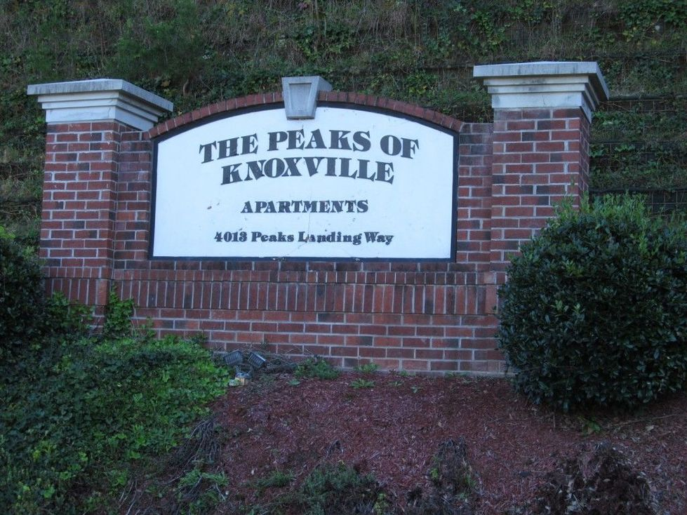 Peaks of Knoxville Tennessee sign