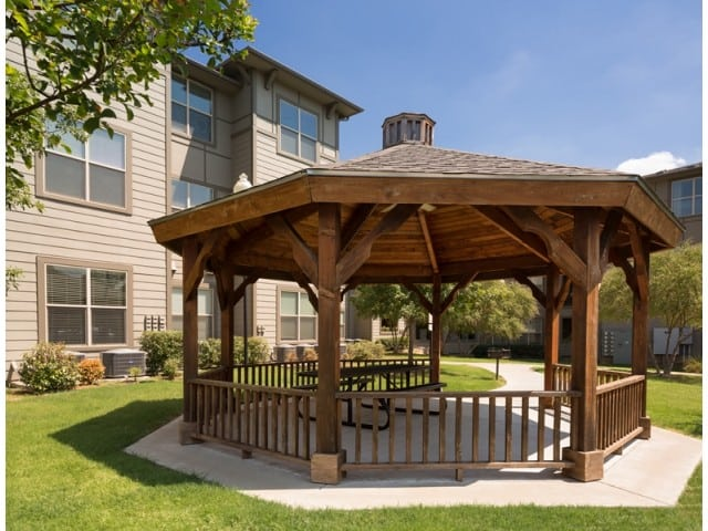 Carpenter's Pointe Dallas Texas Gazeebo