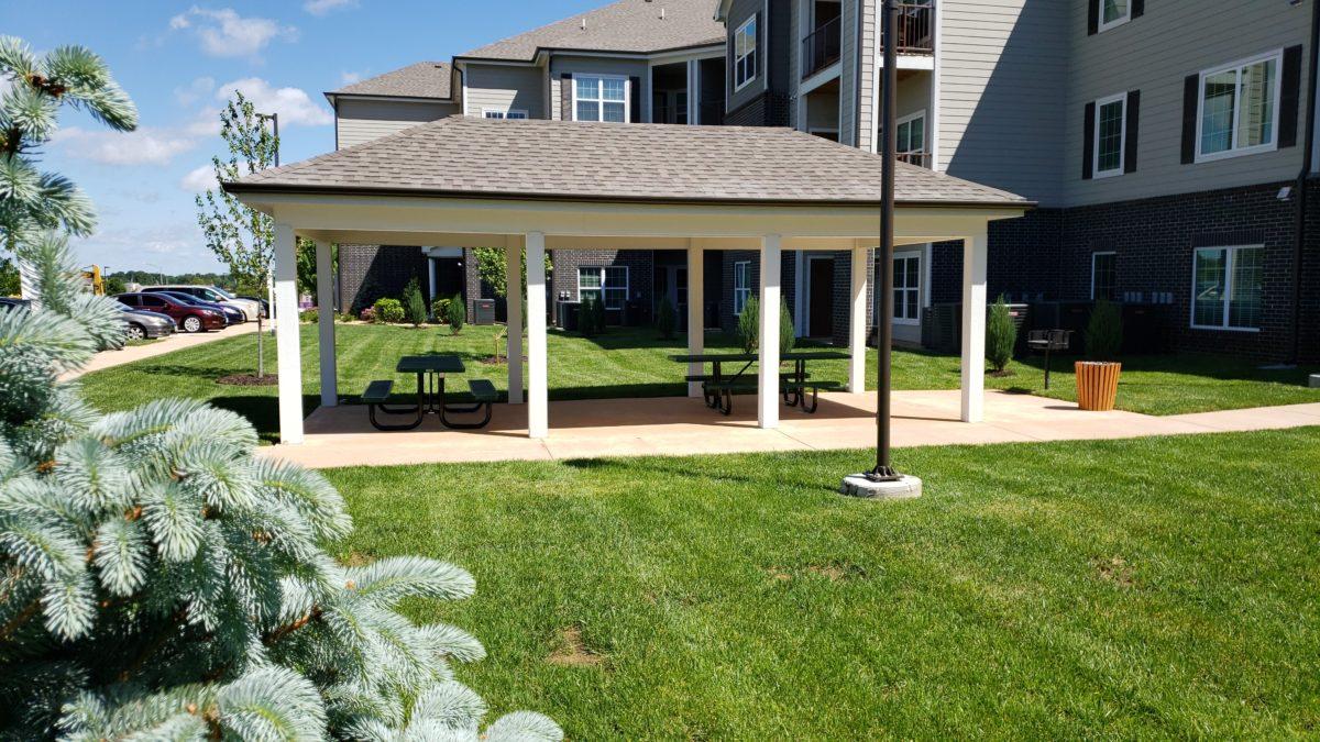Villas at Lark Pointe picnic bbq pavillion