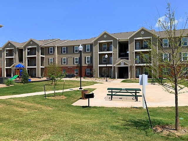 Cascade Villas Wichita Falls TX exterior building 3
