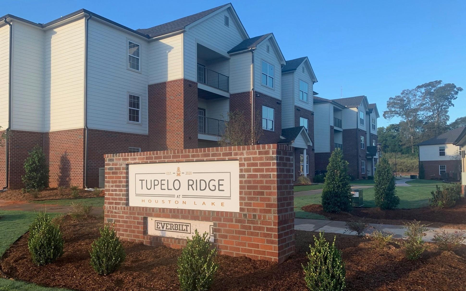 Tupelo Ridge WArner Robbins GA Monument sign