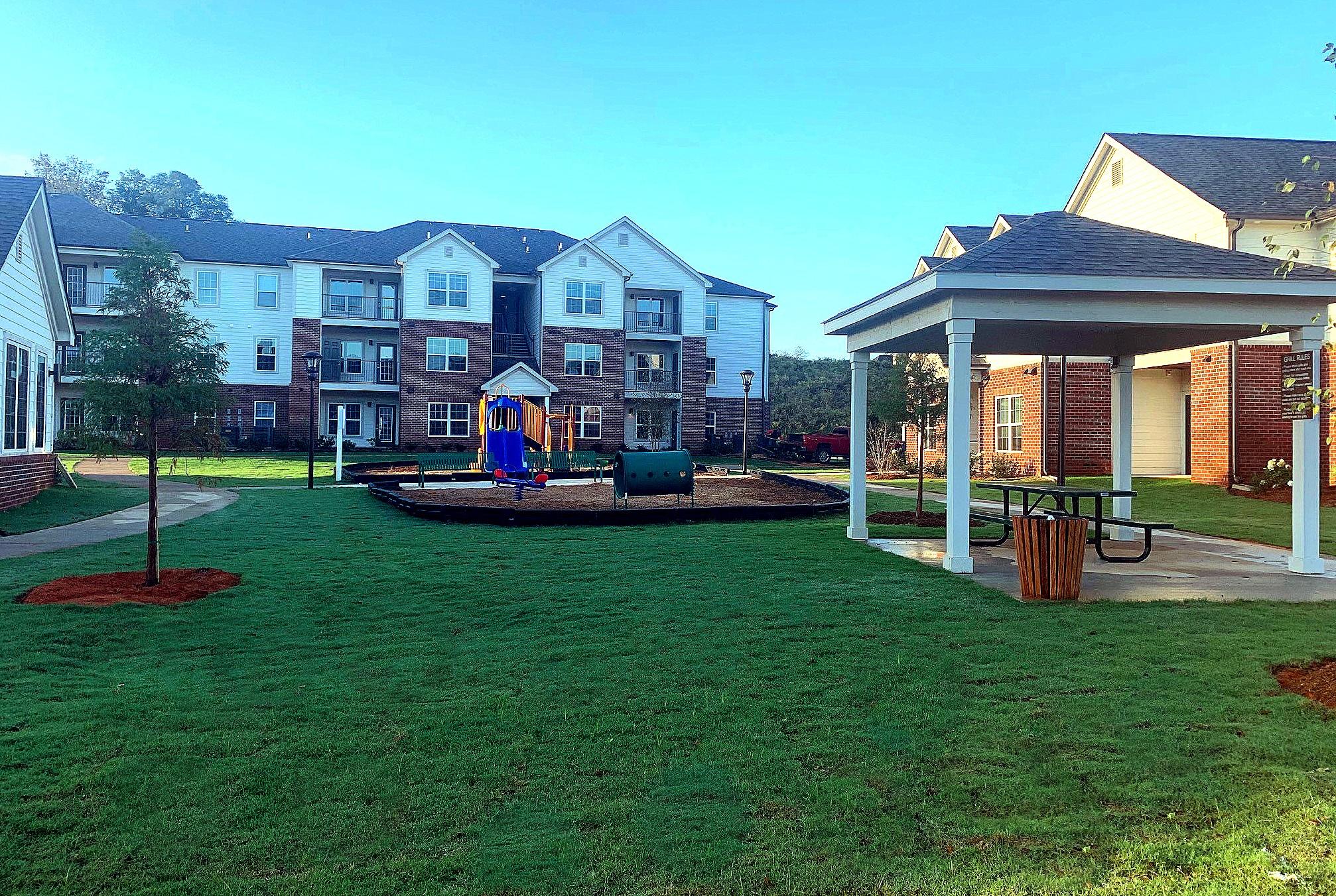 Tupelo Ridge WArner Robbins GA Playground and Picnic Pavilion