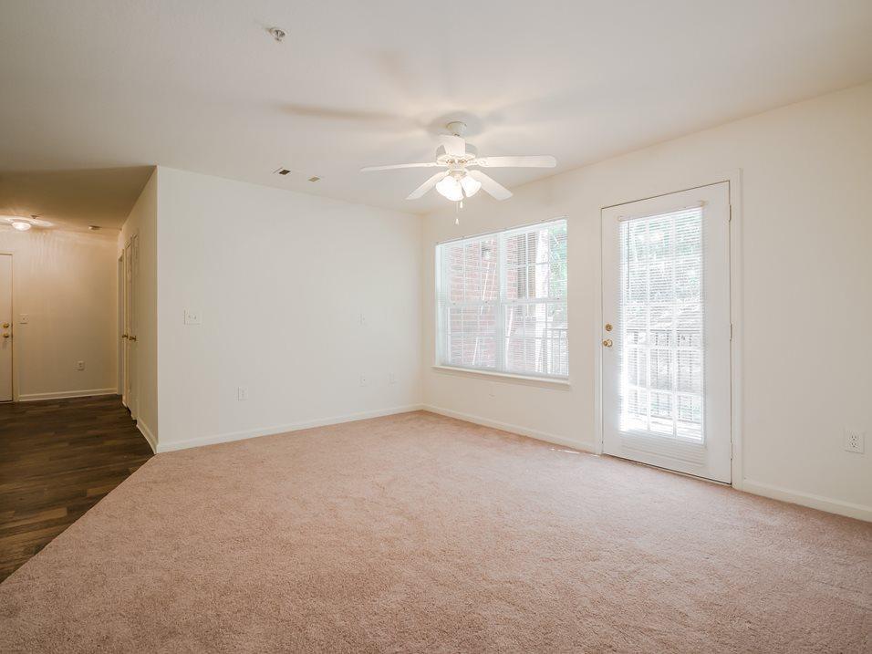 20 - Living Room - Entrance