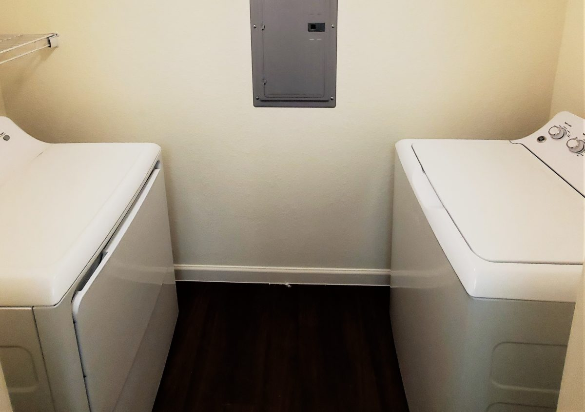 Western Springs Dripping Springs Texas Full Size Washer and Dryer