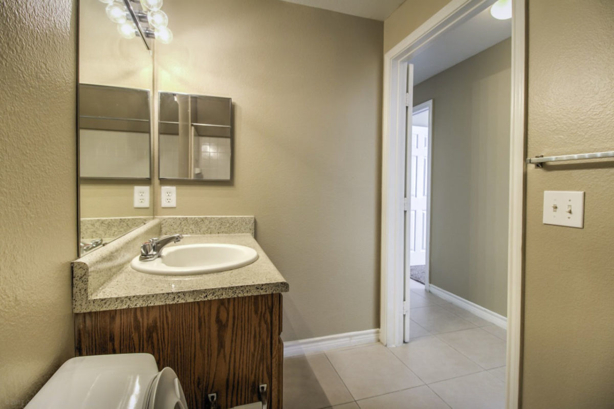 Madison Point Dallas TX bathroom