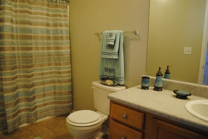 liberty-square-montgomery-al-building-photo bathroom