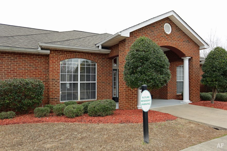 liberty-square-montgomery-al-building-photo leasing office