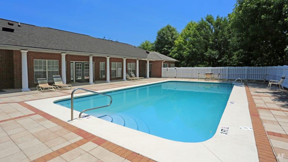 liberty-square-montgomery-al-building-photo swimming pool 2