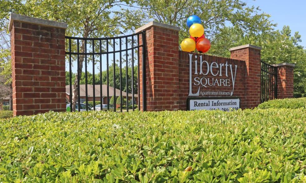 liberty-square-montgomery-al-building-photoVQ87TZ9Y sign
