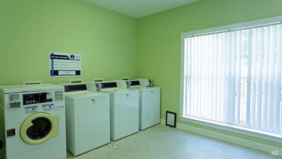 liberty-square-montgomery-al-interior-photo laundry